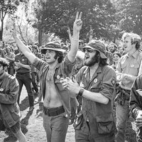 Antiwar protesters. (Ted Polumbaum/Newseum Collection)