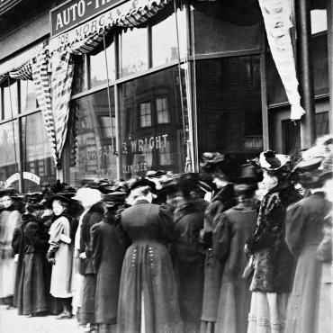 Minneapolis Women Line Up to Vote, Circa 1908